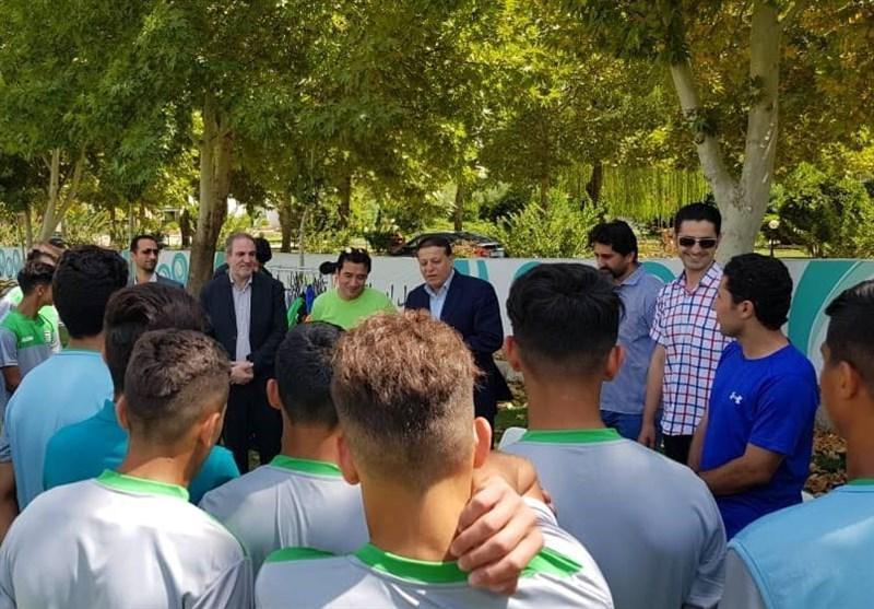 حضور خداداد عزیزی در تمرین تیم فوتبال نوجوانان