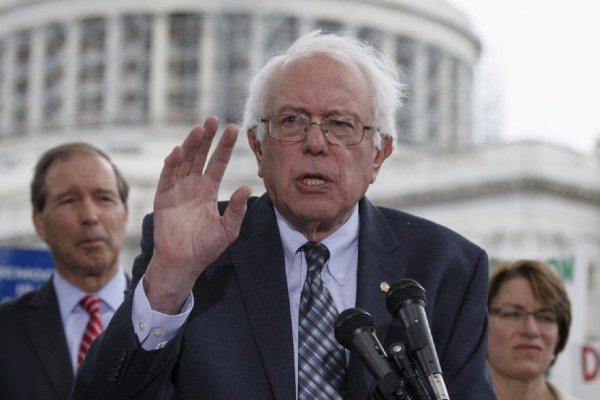 انتقاد سندرز از آمریکا به خاطر حمایت از حکومت های سرکوبگر